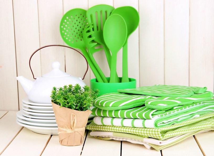 Akcesoria kuchenne są niezbędne w naszych domach. Te wykonane z plastiku wymagają jednak nieco innej pielęgnacji /123RF/PICSEL