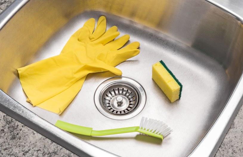 Akcesoria potrzebne do czyszczenia zlewu /123RF/PICSEL