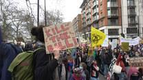 """Akcja """"Kill the Bill"""". W Anglii setki protestujących przeciwko nowej ustawie poszerzającej uprawnienia policji"""