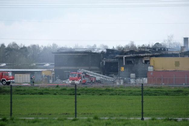 Akcja gaszenia pożaru odbywała się w trudnych warunkach /Andrzej Grygiel /PAP