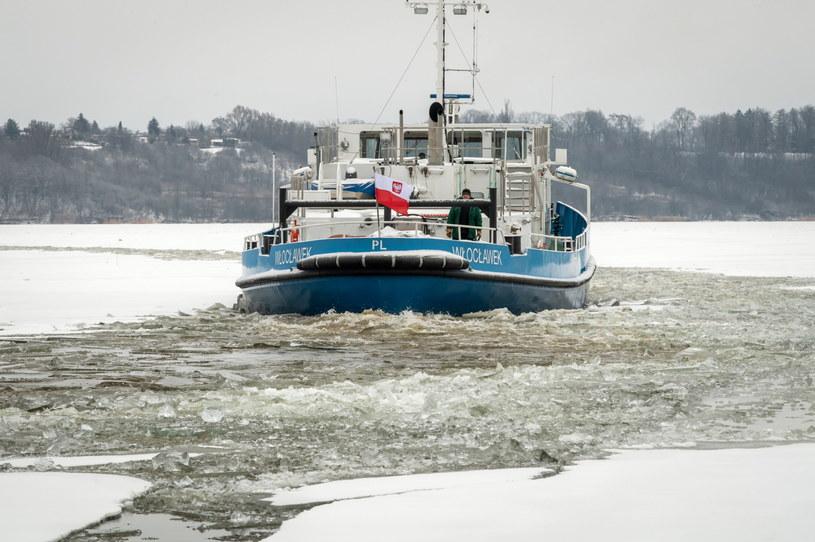 Akcja lodołamania na Zbiorniku Wodnym Włocławek / Tytus Żmijewski    /PAP