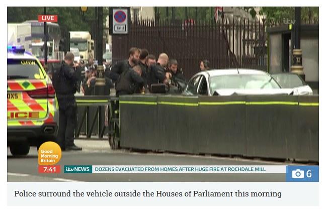 Akcja policji na miejscu zdarzenia, fot. https://www.thesun.co.uk /