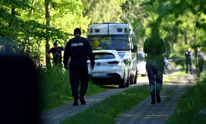 Akcja policji po znalezieniu ciała 18-latki /Marcin Bielecki /PAP
