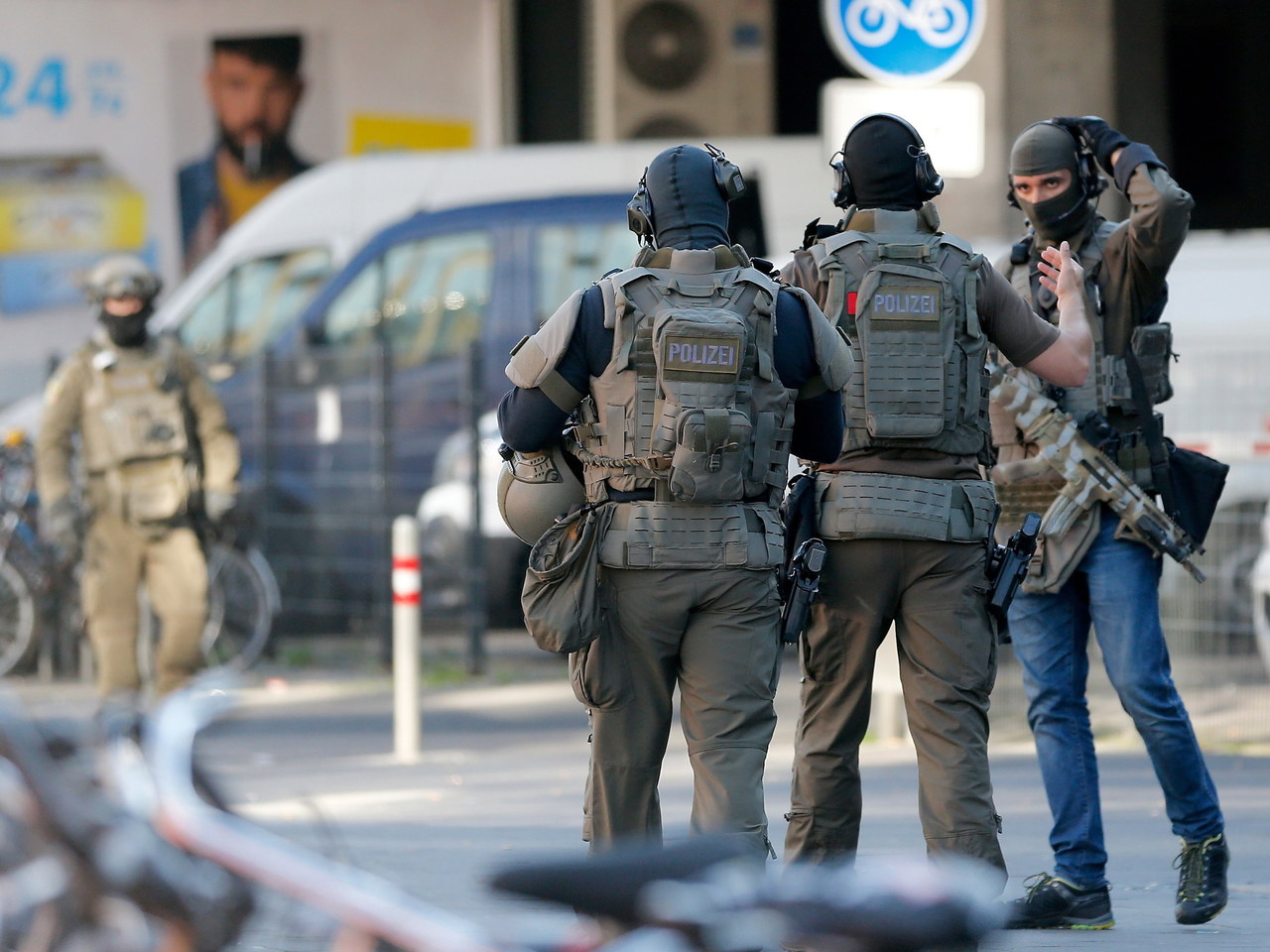 Akcja policji w Kolonii. Mężczyzna, który wziął zakładniczkę, został ciężko ranny