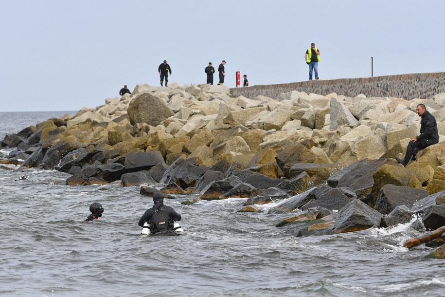 Akcja poszukiwacza dwojga dzieci, które zaginęły we wtorek na plaży w Darłówku Zachodnim / Marcin Bielecki    /PAP