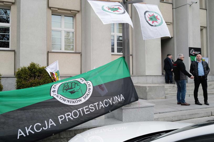 Akcja protestacyjna w siedzibie Polskiej Grupy Górniczej w Katowicach została zakończona / Andrzej Grygiel    /PAP