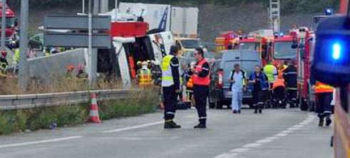 Akcja ratunkowa na miejscu wypadku /PAP/EPA