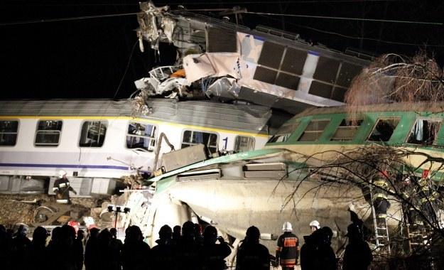Akcja ratunkowa na miejscu zderzenia dwóch pociągów, fot. Andrzej Grygiel /PAP
