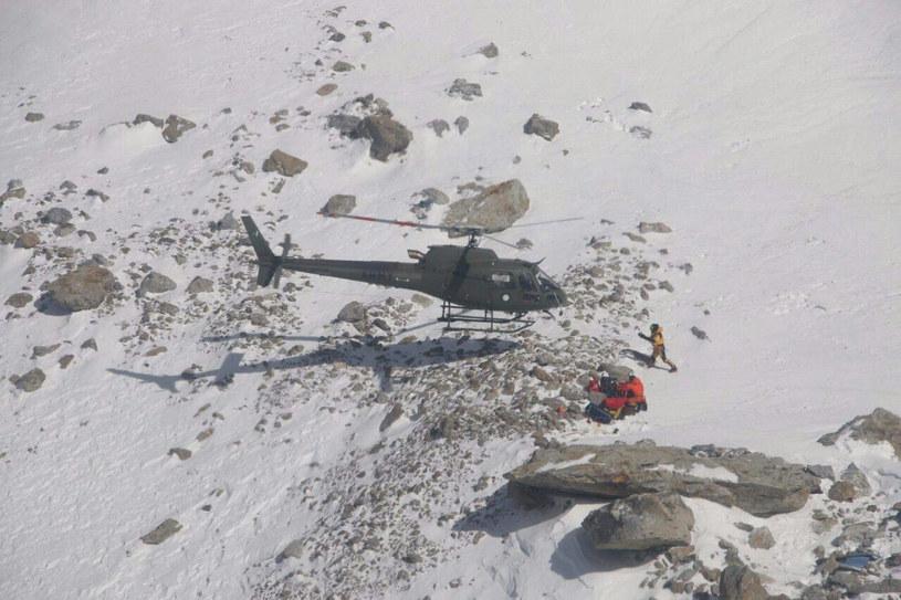 Akcja ratunkowa na Nanga Parbat. Poszukiwania Tomka trwały jeszcze po ocaleniu Revol /SAYED FAKHAR ABBAS /East News