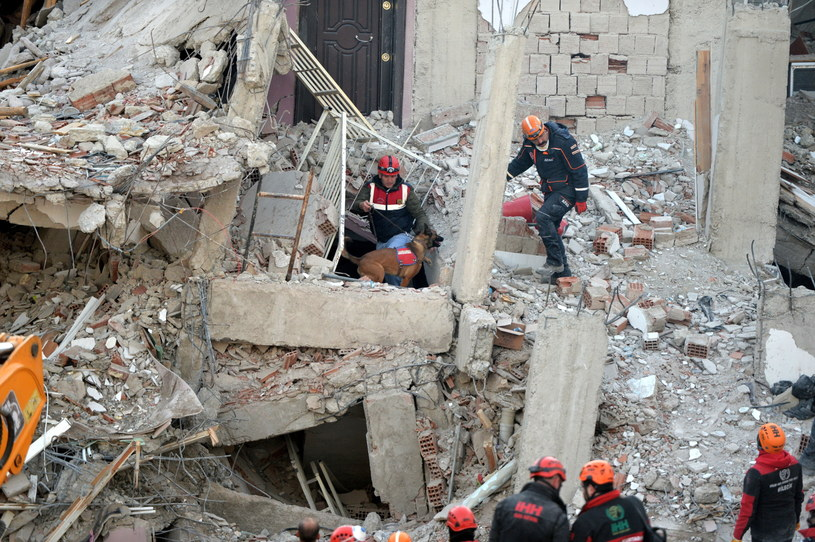Akcja ratunkowa po trzęsieniu ziemi / STR   /PAP/EPA