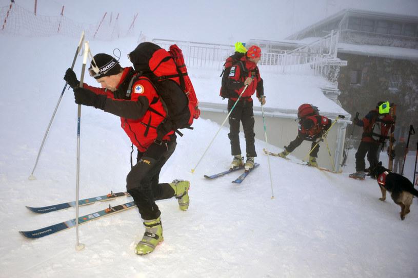 Akcja ratunkowa TOPR po lawinie z 2009 r., która zeszła z Przełęczy Liliowe grzebiąc i zabijając jednego turystę /East News