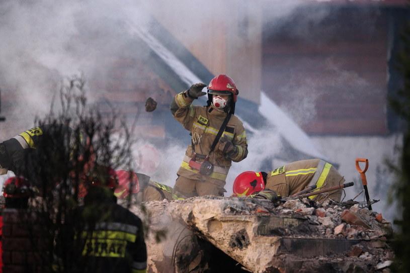 Akcja ratunkowa w miejscu wybuchu gazu w Szczyrku / Andrzej Grygiel    /PAP
