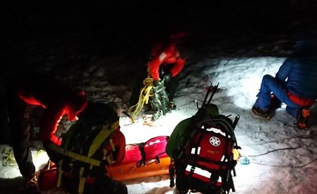 Akcja ratunkowa w Tatrach: Poszli w zwykłych butach. Zjechali kilkaset metrów po śniegu