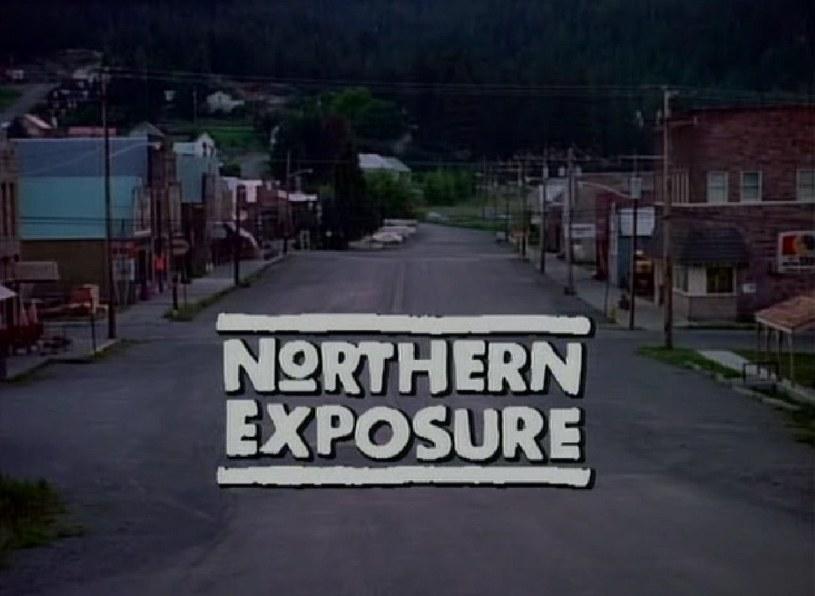 """Akcja serialu """"Przystanek Alaska"""" rozgrywa się w fikcyjnym miasteczku Cicely na Alasce. /materiały prasowe"""