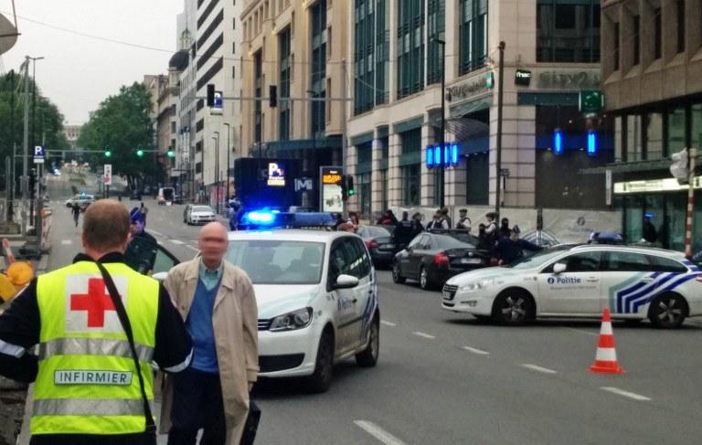 Akcja służb przed centrum handlowym City2 /SEPPE KNAPEN / Belga / AFP /AFP