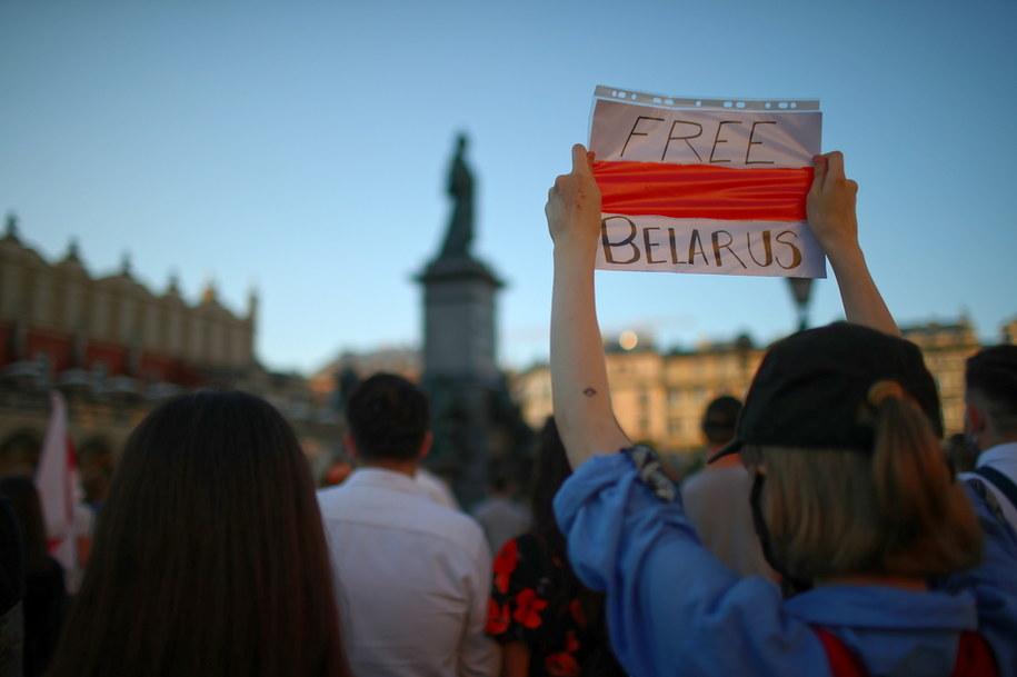 Akcja solidarności z Białorusią na Rynku Głównym w Krakowie //Łukasz Gągulski /PAP