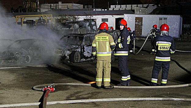 Akcja strażaków na parkingu przy ul. Nowodworskiej w Elblągu /Fot. Łukasz Nosarzewski / expresselblag.pl /