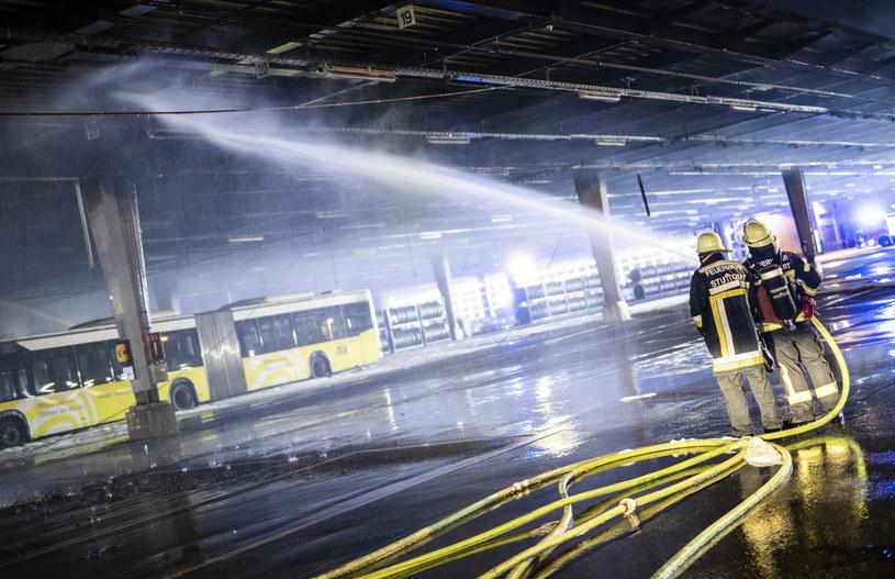 Akcja strażaków nie należała do najłatwiejszych /DPA/Associated Press/East News /East News