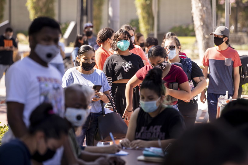 Akcja szczepień w Paramount w Kalifornii /ETIENNE LAURENT /PAP/EPA