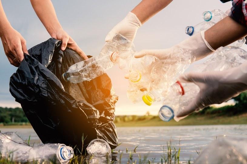 Akcję zbioru odpadów możemy zorganizować samodzielnie /123RF/PICSEL