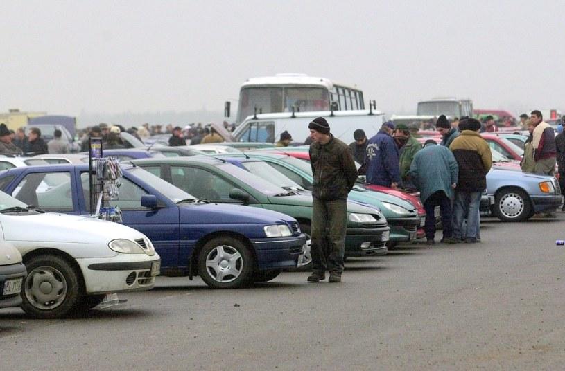 Akcyza miała najbardziej wzrosnąć w przypadku starych i tanich samochodów /Michał Kość /Reporter
