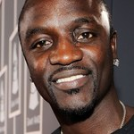 Akon przeprasza za...