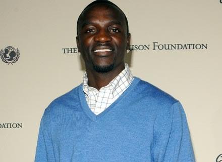 Akon uniknął groźnego wypadku na scenie - fot. Rob Loud /Getty Images/Flash Press Media