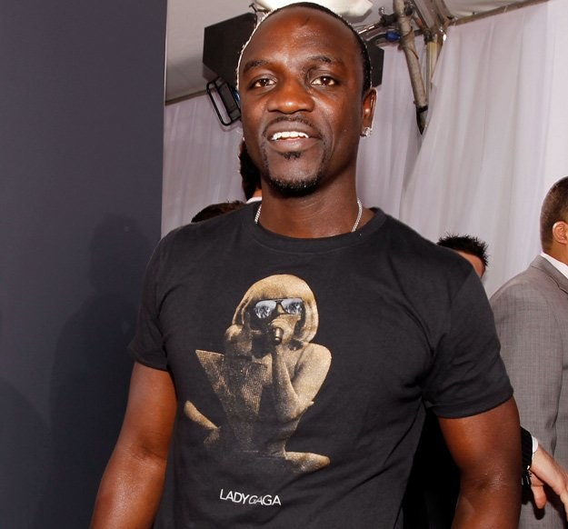 Akon z Lady GaGą na koszulce - fot. Christopher Polk /Getty Images/Flash Press Media