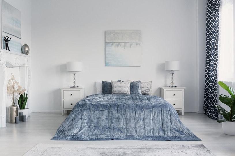Aksamit sprawdzi się także w sypialni /123RF/PICSEL