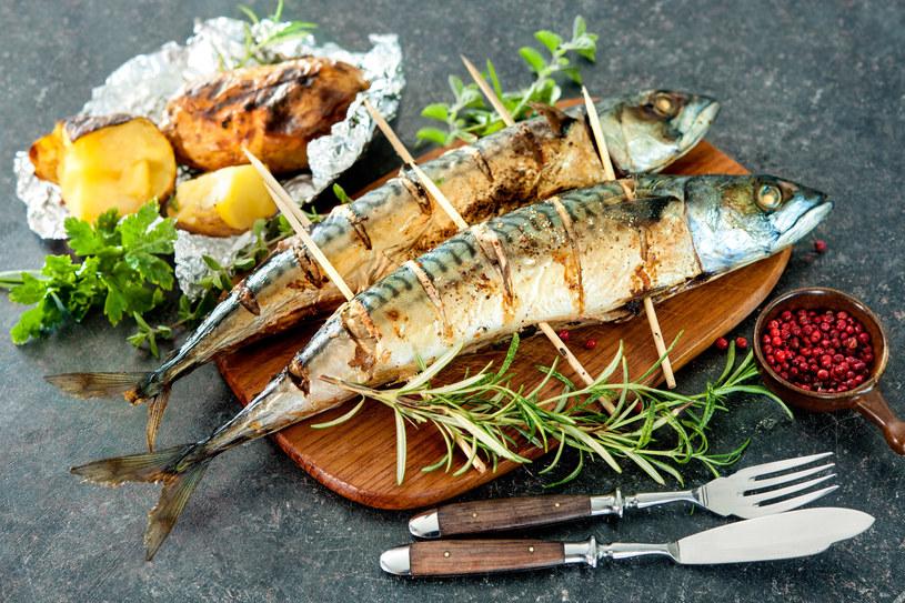 Aksamitna grillowana makrela to doskonały pomysł na wakacyjny obiad /123RF/PICSEL