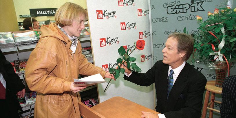 Aktor spotkał się z Czytelnikami w Empiku. Z ogromną radością rozdawał autografy. Cieszył się też z drobnych podarunków od fanów /Tele Tydzień