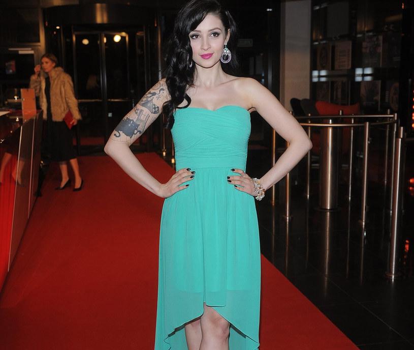 Aktorka Anna Matysiak w modnej miętowej sukience /East News