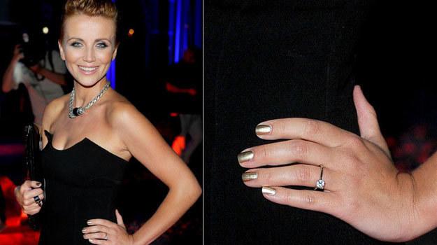 Aktorka już pochwaliła się pierścionkiem zaręczynowym. Ładny? /Agencja W. Impact