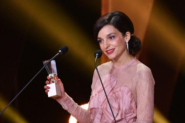 """Aktorka Maria Dębska odebrała nagrodę za główną rolę kobiecą w filmie """"Bo we mnie jest seks"""" / Adam Warżawa    /PAP"""