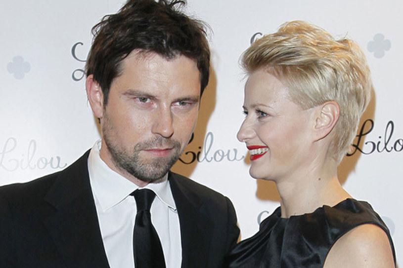 Aktorka podkreśla, że Bartosz Wróblewski jest nie tylko jej mężem i partnerem, ale przede wszystkim przyjacielem, na którego zawsze może liczyć /Andrzej Engelbrecht /AKPA