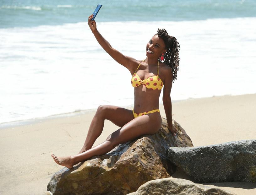 Aktorka świetnie bawiła się na plaży /Cover Images /East News