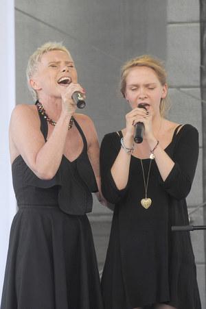 Aktorka występuje coraz częściej z Marianną, siostrą bliźniaczką pogrążonej w śpiączce Oli /    /AKPA