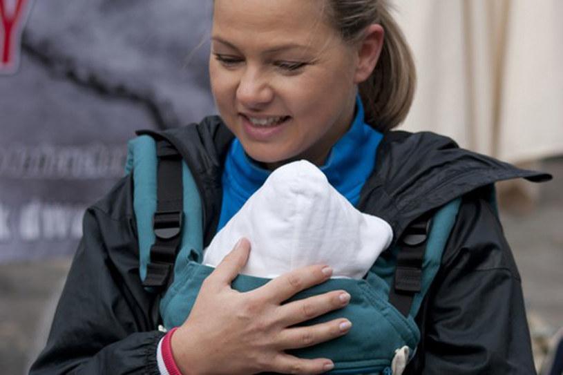 Aktorka została mamą bardzo późno. Teraz pomaga innym kobietom w ich drodze do macierzyństwa  /East News