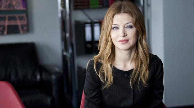 Aktorkę i piosenkarkę zobaczymy w roli Beaty Krajewskiej, która po kilku latach spędzonych w Londynie wraca do Polski. Ponieważ ma doświadczenie restauratorskie, zostaje szefową sali w Hotelu 52. /fot  /Polsat