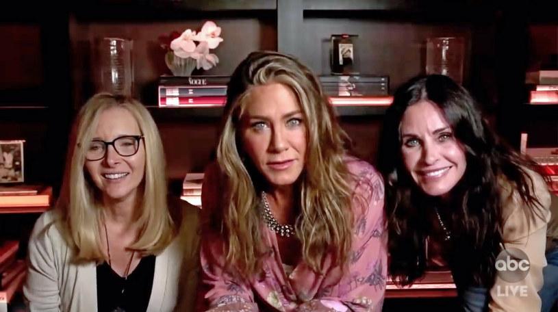 """Aktorki grające główne postacie żeńskie w """"Przyjaciołach"""": Lisa Kudrow, Jennifer Aniston i Courteney Cox /ABC/Ferrari Press /East News"""