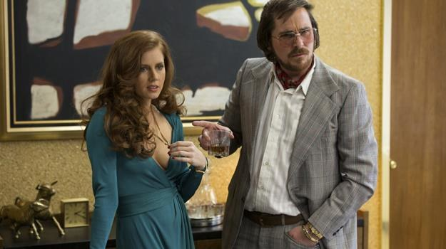 "Aktorzy Davida O. Russella: Amy Adams i Christian Bale w jego nowym filmie ""American Hustle"" /materiały dystrybutora"