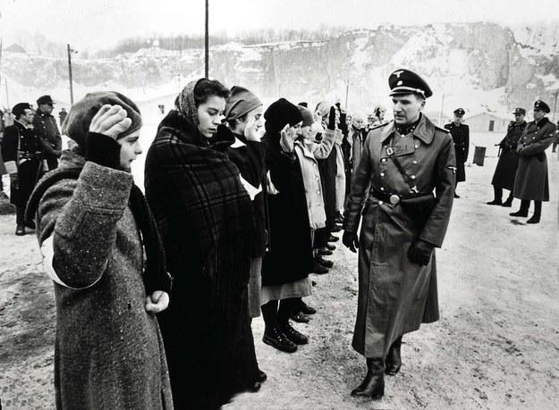 "Aktorzy na planie ""Listy Schindlera"" /United Archives/IFTN    /PAP/DPA"