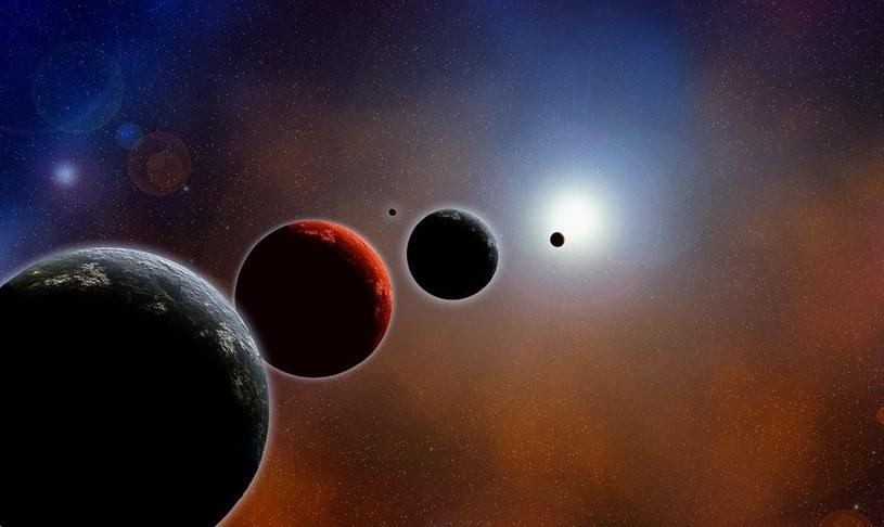 Aktualnie lista znanych i potwierdzonych układów planetarnych zawiera 1921 egzoplanet. /123RF/PICSEL