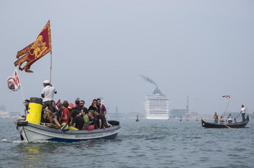 Aktywiści długo protestowali przeciwko obecności wielkich statków w weneckim porcie /Marco Secchi/Corbis via Getty Images /Getty Images