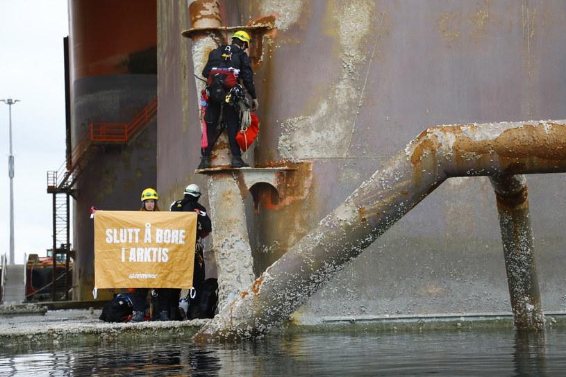 Aktywiści Greenpeace'u wspięli się w poniedziałek na platformę wiertniczą / GREENPEACE/JONNE SIPPOLA /PAP/EPA