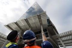Aktywistki wspięły się na londyński drapacz chmur