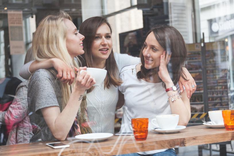 Aktywne życie towarzyskie sprzyja dobremu samopoczuciu /123RF/PICSEL