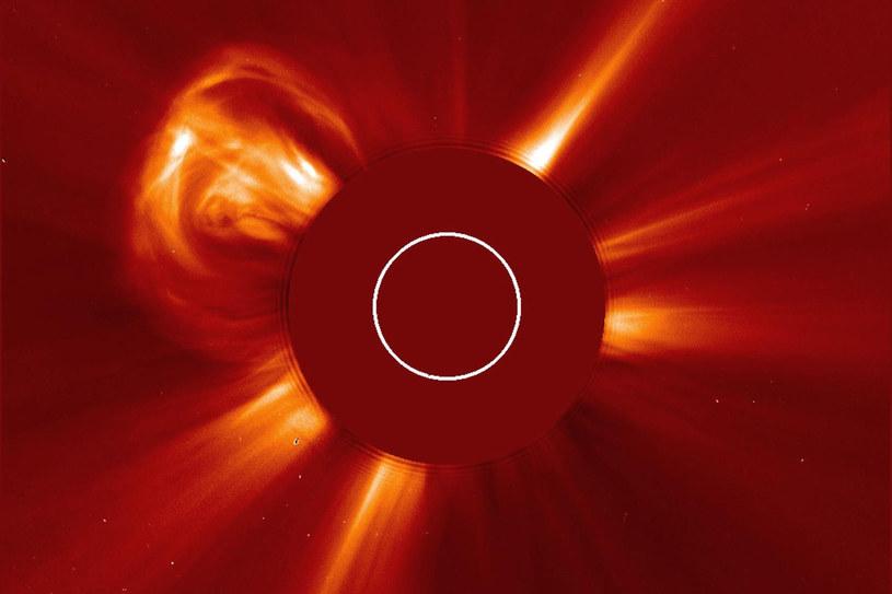Aktywność słoneczna i wywołane nią burze magnetyczne mogą być niszczycielskie dla elektroniki na Ziemi. /NASA
