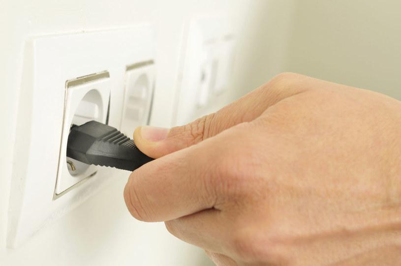 Akumulator nie znowi bezczynności. Warto ładować go, nawet jeśli sprzęt nie jest użytkowany /123RF/PICSEL