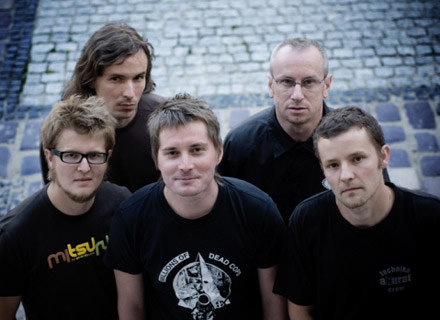Akurat (Piotr Wróbel pierwszy z lewej) /Mystic Production